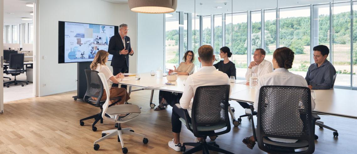 Präsentation im Sedus Smart Office mit se:motion Drehstühlen