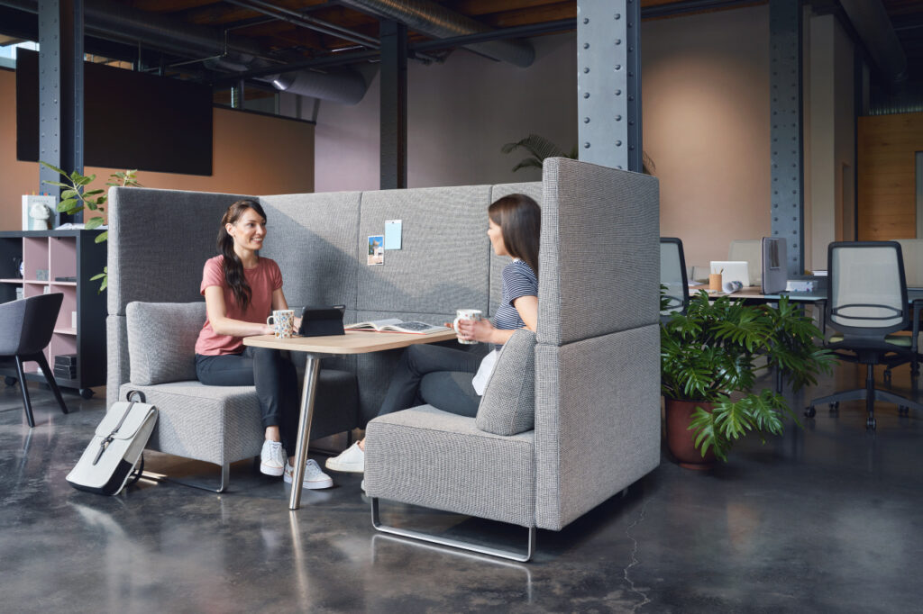 Modelo de oficina híbrida con Sedus sopha